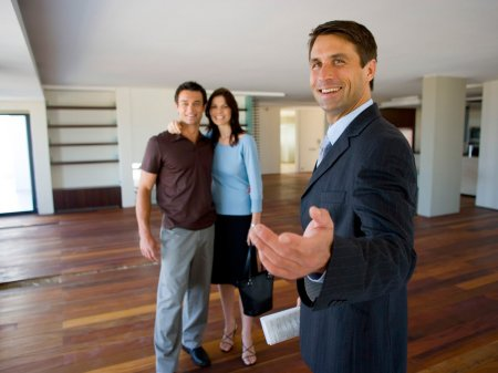 Как найти юридическую помощь, когда вы не можете себе позволить адвоката