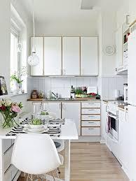 Столовая в маленькой кухне